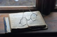 975067_old_glasses_on_the_prayer__3